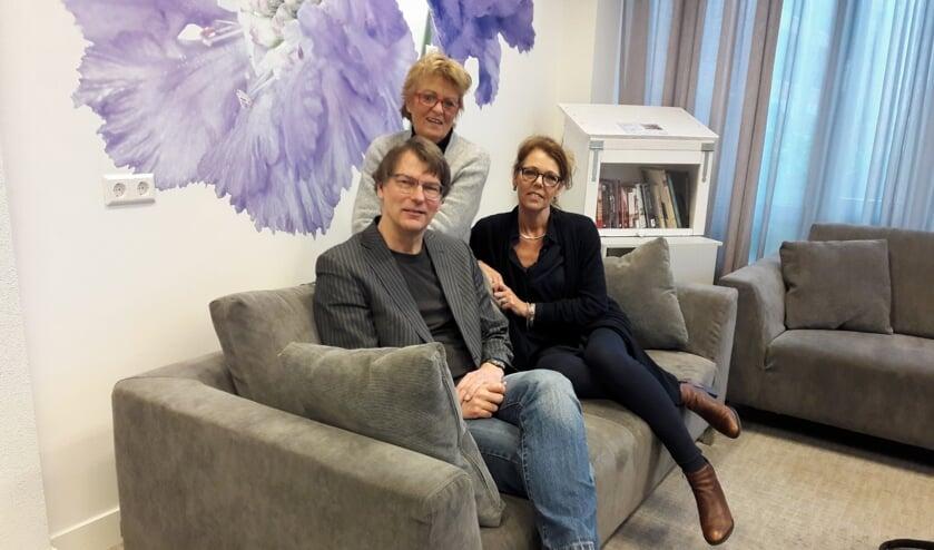 Johan Nouws (stichting MEE) en Talitha Kaptein (rechts, Nederlandse Vereniging voor Autisme) zijn de mede-organisatoren van de informatiebijeenkomst. | Foto: archief