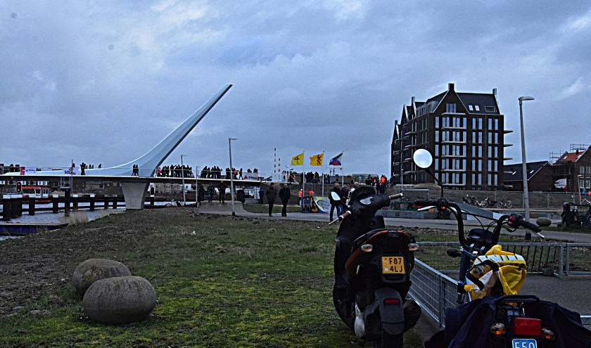 De brug over de Oude Rijn verbindt twee wijken met elkaar.   Foto: pr