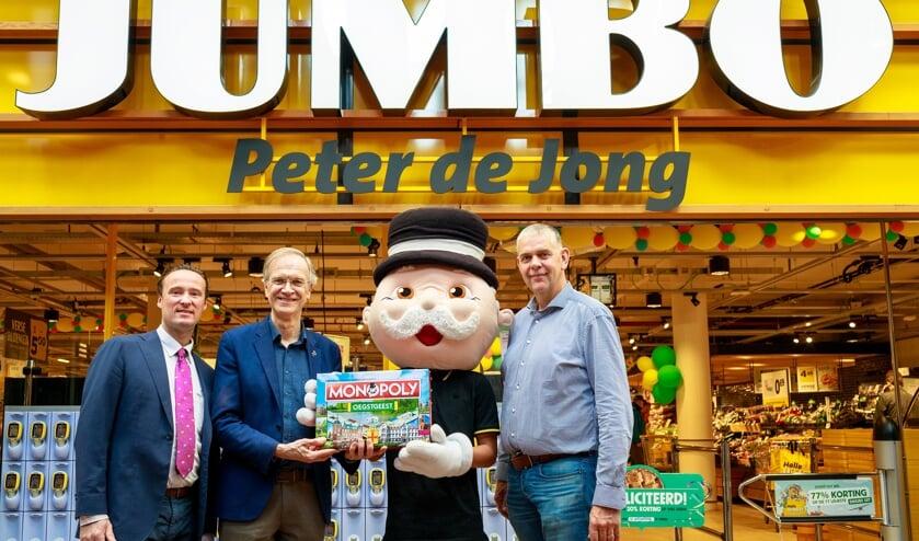 V.l.n.r. Rien de Haas, Wethouder Jan Nieuwenhuis, Mr. Monopoly en Peter de Jong. | Fotografie Jacqueline Spaans