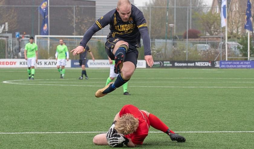 Bob den Hollander, met twee doelpunten man of the match, was hier ook dichtbij een treffer. | Foto lichtenbeldfoto.nl