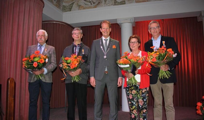 Vlnr: Bert Conijn, Jan van Stijn, Arie van Erk, Ria van der Post en Arnold van Berkel. | Foto: Annemiek Cornelissen