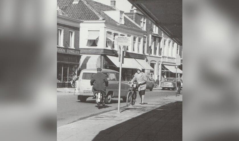 De Hoofdstraat, eind jaren '60. | Foto: archief SVvOH.