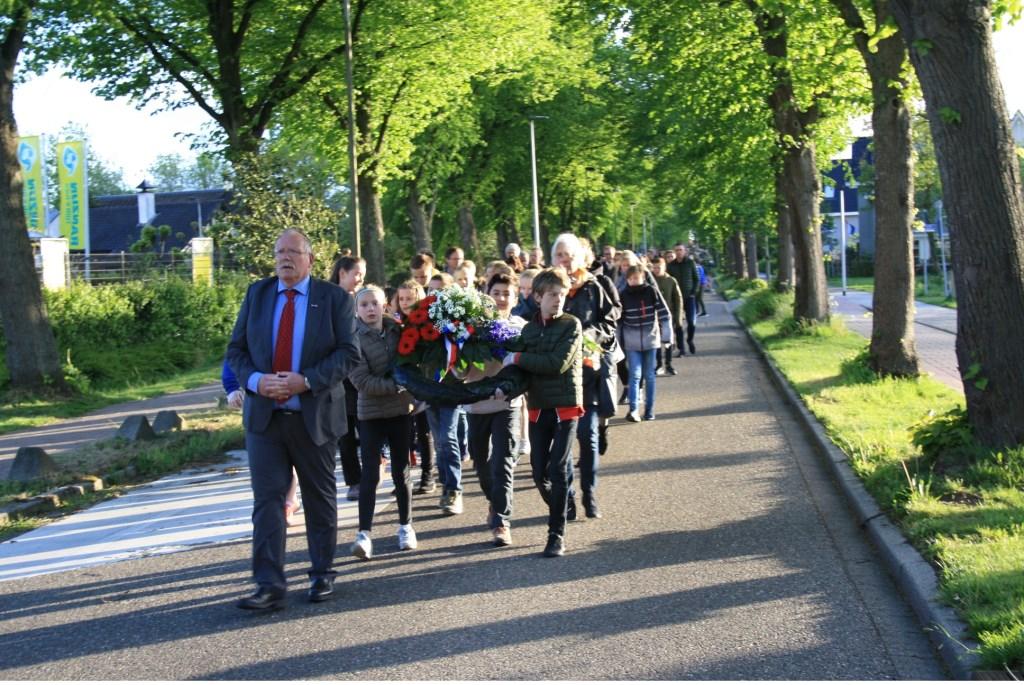 De stille stoet.  Foto: PR Oranjevereniging © uitgeverij Verhagen