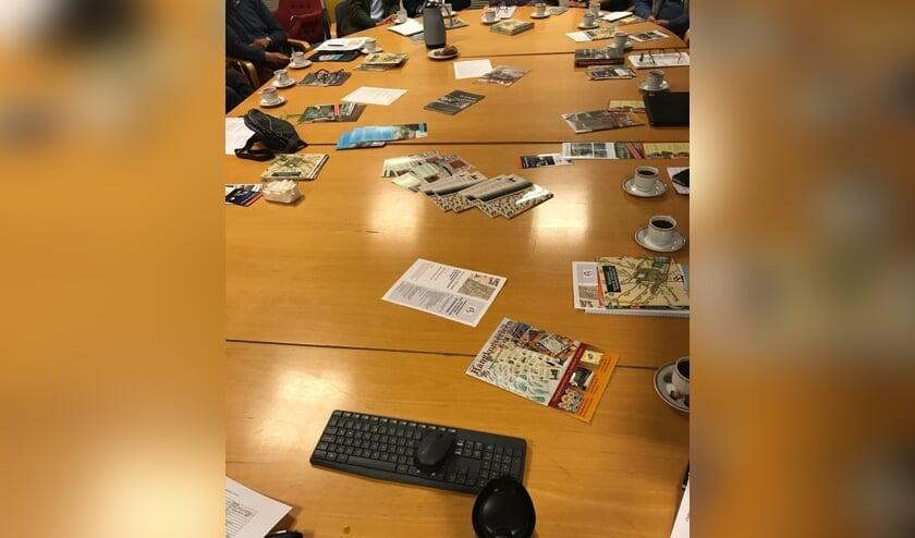 Een volle vergadertafel bij het CHG.   Foto: Jacolien van der Valk.