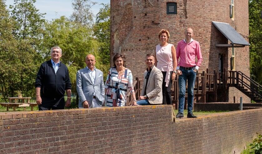Vlnr: Klaas Slootweg, Wim Kruyt, Dorien Wassenaar, Robert Faas, Angela Kujach, Martijn Claassen. | Foto: Sven vd Vlugt.