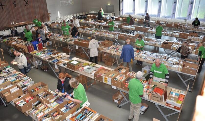 Een eerdere editie van de boekenmarkt in de Scheppingskerk.