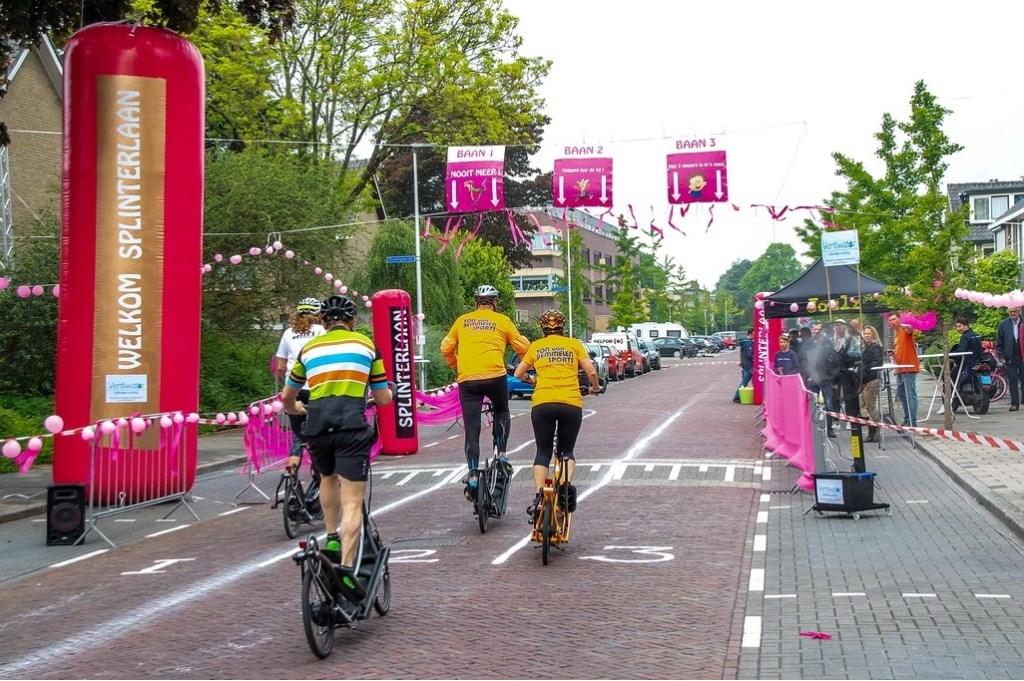 Een groepje streetsteppers kiest een baan in de Splinterlaan. Foto: J.P.Kranenburg © uitgeverij Verhagen