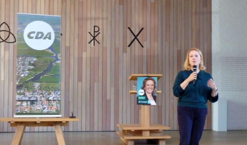 Esther de Lange in de Scheppingskerk.