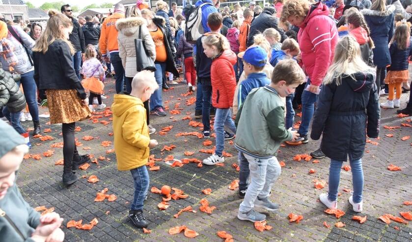 Geen ballon-oplaten maar ballontrappen afgelopen Koningsdag in Rijnsburg. | Foto: CvdS