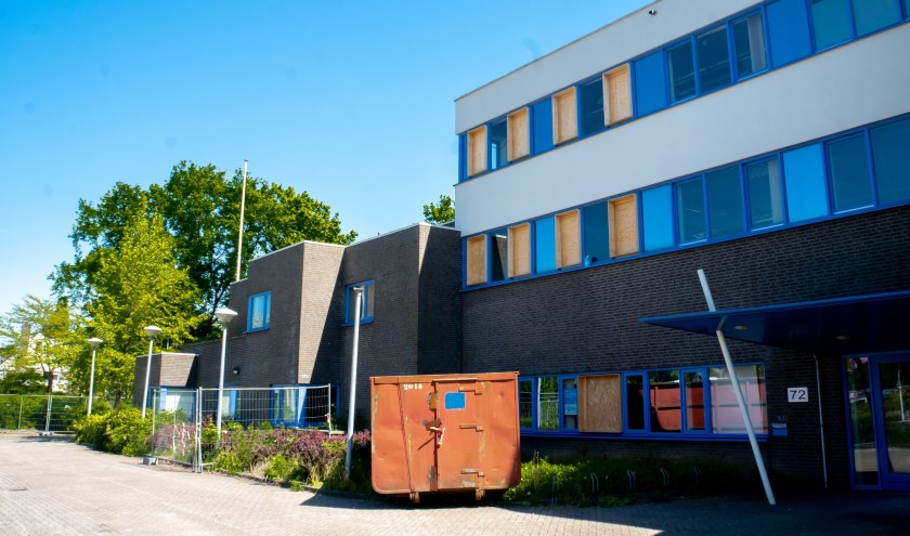 In het voormalige politiebureau aan de Hoogmadeseweg 72 zijn al wat sloopwerkzaamheden verricht.