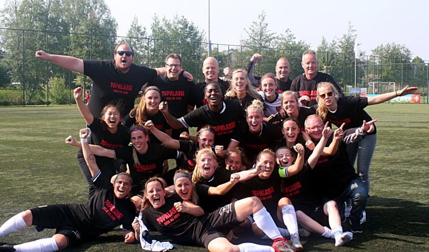 De dames 1 van FC Rijnvogels werden kampioen en promoveren naar de Topklasse.   Foto: PR