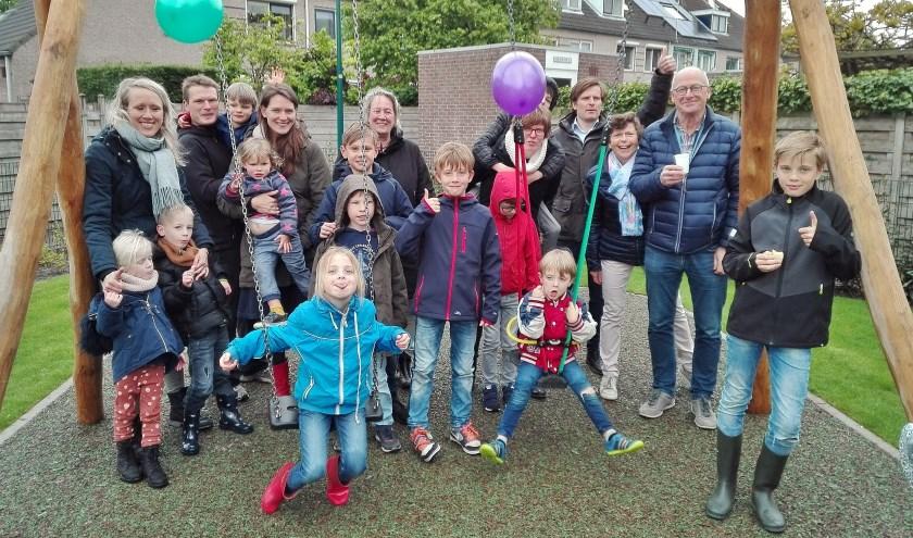 Woensdag 8 mei openden de buurtbewoners van de Annie MG Schmidtlaan en de Morselbellaan de opgeknapte speelplekin hun buurt.