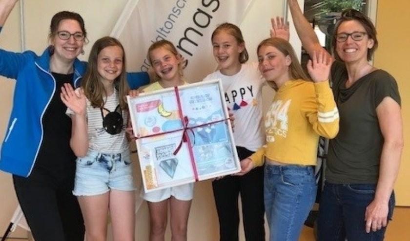 Het eerste scholenpakket over jonge mantelzorgers werd uitgereikt op De Tweemaster in Lisse.