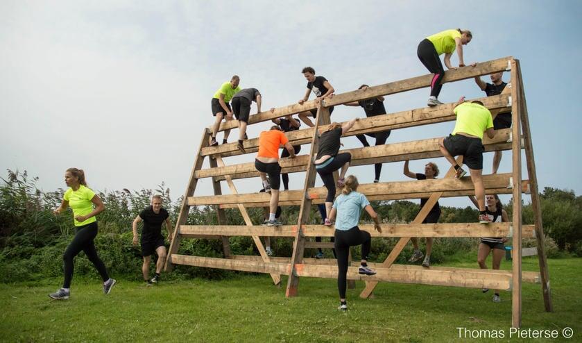 Een van de obstakels tijdens de Como Obstacle Run. | Foto: Thomas Pieterse