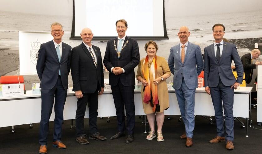 Dijkgraaf Rogier van der Sande (3e van links) met v.l.n.r. de hoogheemraden Marco Kastelein, Sjaak Langeslag, Ineke van Steensel, Waldo von Faber en Jeroen Haan.