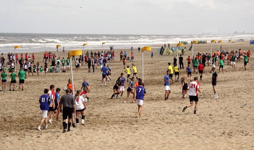 Zaterdag houdt Fluks voor de 28e keer het Beachkorfbaltoernooi. | Foto: PR