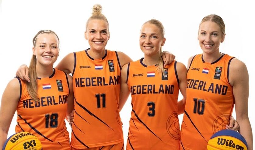 Het Nederlands 3x3 vrouwenteam met links de Katwijkse Fleur Kuijt.