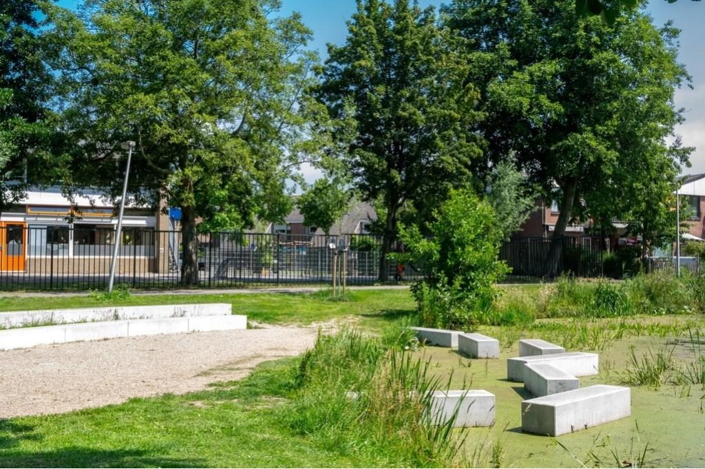 Het amfitheater met rechts, in het water, de stapstenen.  Foto: J.P.Kranenburg © uitgeverij Verhagen