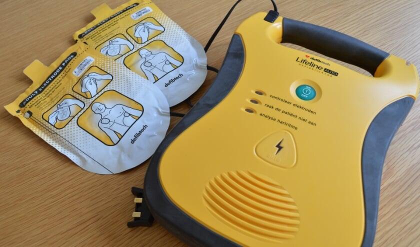 Een Automatische Externe Defibrillator, oftewel AED.