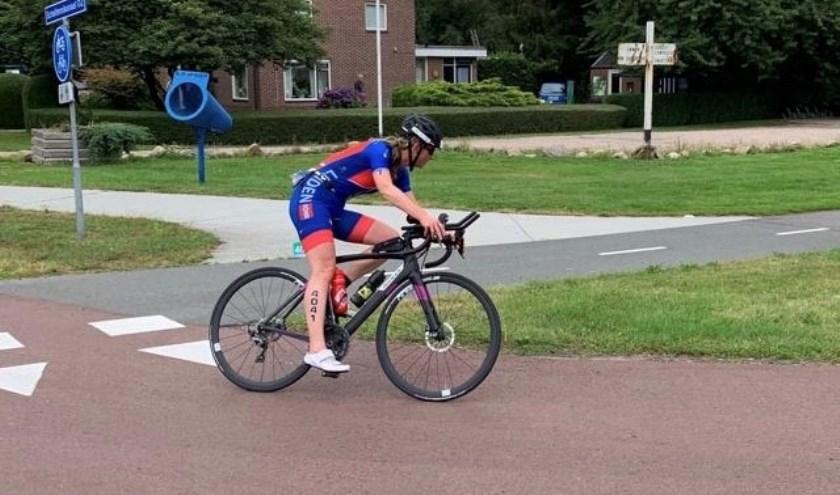 Hedi van Dijk-Poot uit Oegstgeest werd derde op de halve triatlon.