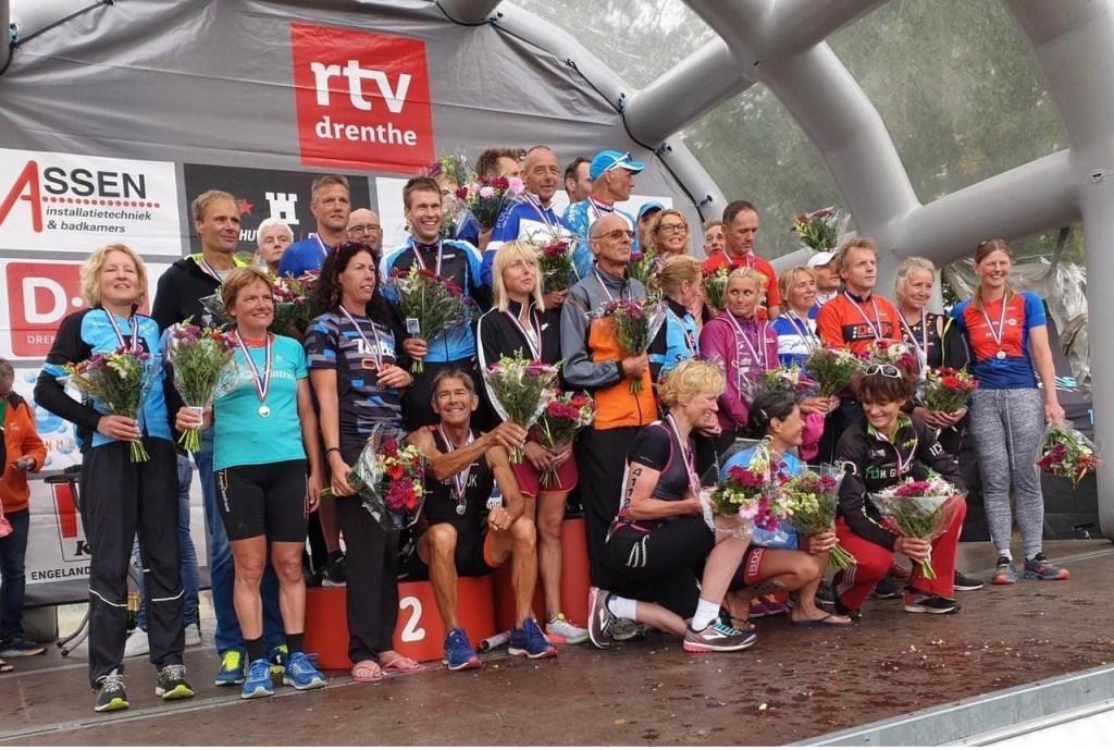 Alle triatlon-winnaars.  © uitgeverij Verhagen