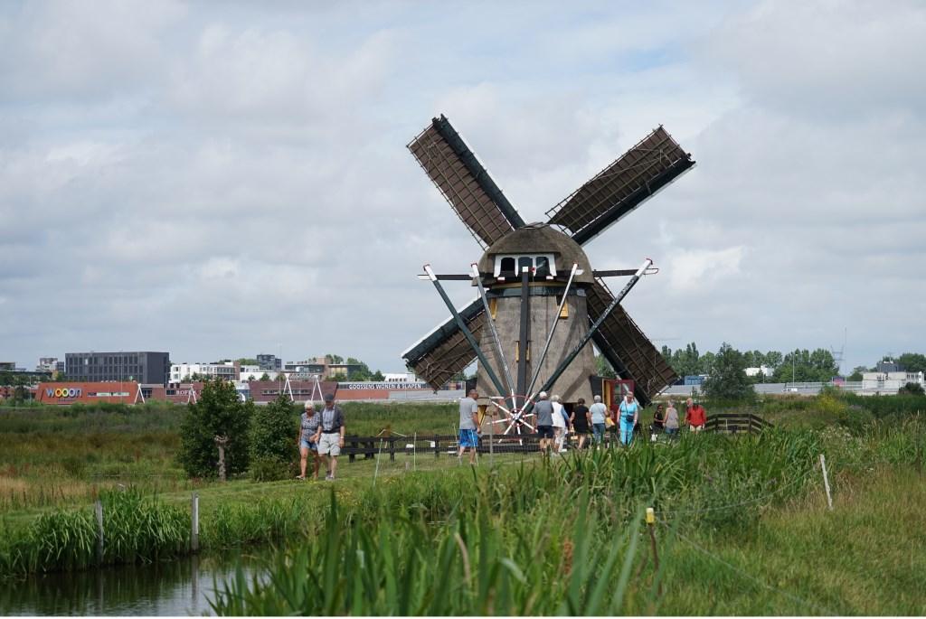 De eerste molen op de stempelkaart: de Achthovense molen in Leiderdorp.  Foto: Corrie van der Laan  © uitgeverij Verhagen