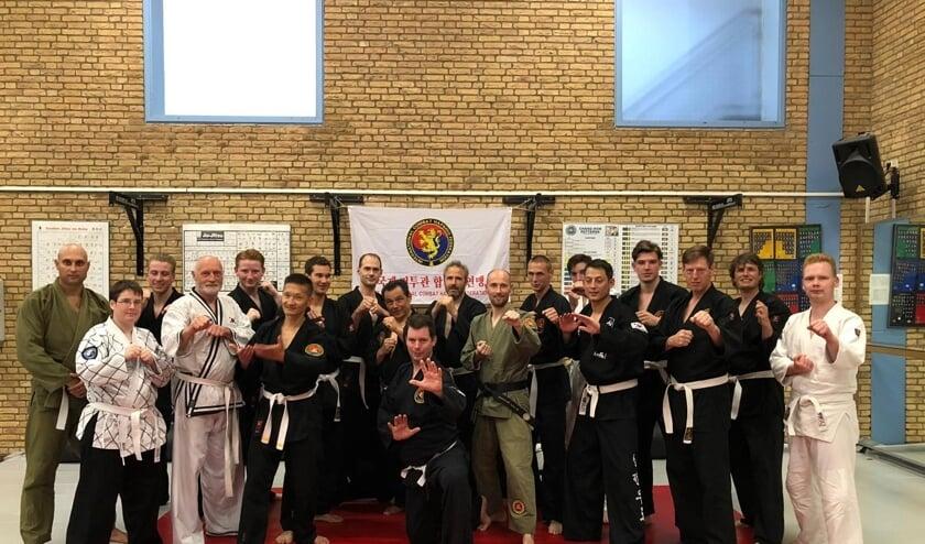 Alle kandidaten en assistenten tijdens het examen in Arnhem.   Foto: pr.