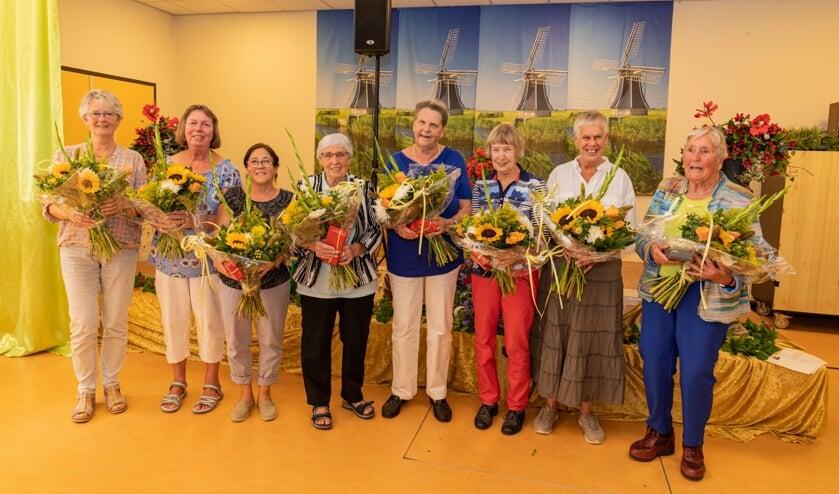 Dieneke Bos, Anneke Langenberg en Riet Werkhoven zijn maar liefst vijfentwintig jaar vrijwilliger bij Van Wijckerslooth. Truus de Haas, Mary de Jongh, Lia Terstegen, Anna Poel en Nita Wandschneider zijn dit al twaalf en een half jaar. (De dames staan niet op volgorde van benoemen.)