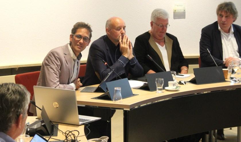 Arno van Kempen, hier naast wethouder Ter Hark, benadrukte dat hij in Noordwijk vooral suggesties kwam ophalen. | Foto: WS