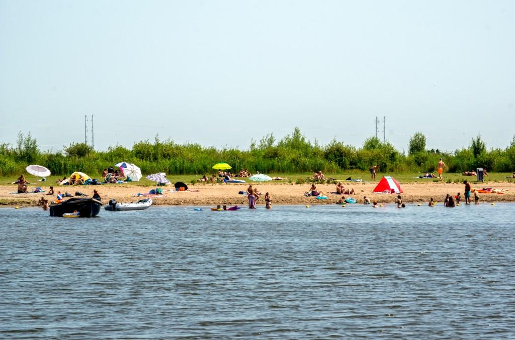 Lekker naar het strand in Leiderdorp. Foto: J.P.Kranenburg © uitgeverij Verhagen