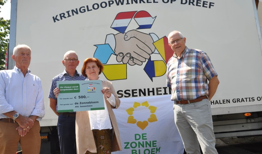 V.l.n.r. Krieno Bolt, Gerard van der Horst (Zonnebloem), Lia Ligthart (Zonnebloem) en Jan Lindhout. | Foto: pr./Henk Maat