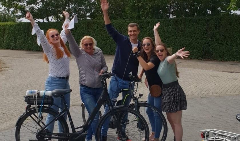 Enthousiaste fietsers tijdens de Bokkenrijders fietstocht. Deelnemers konden kiezen uit drie routes met ieder een ander thema. | Foto: pr.
