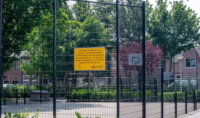 Het basketbal- en voetbalveldje aan het Hubrechtplein.