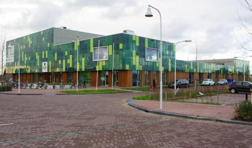 De gemeente Oegstgeest plaatst voor een periode van vijftien maanden twee lokalen als tijdelijke huisvesting voor basisschool Het Dok in Nieuw-Rhijngeest. | Archieffoto Willemien Timmers