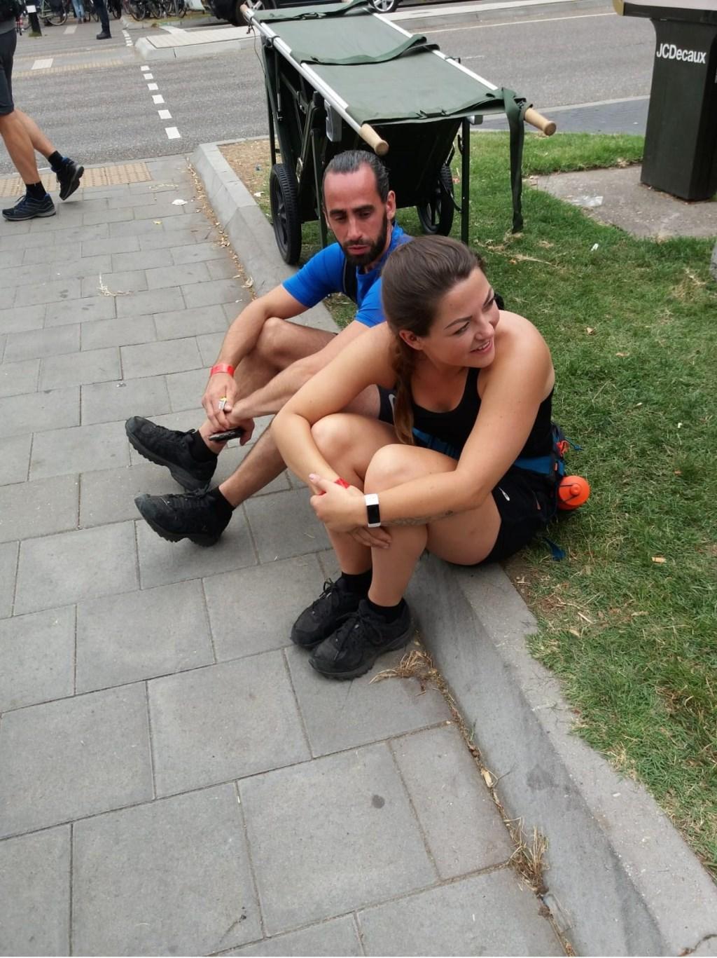 Jasper en Yvonne net over de finish. Het was best zwaar..... Foto: pr © uitgeverij Verhagen