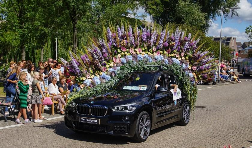 De Flower Parade Show in Bloemenveiling Royal FloraHolland in Rijnsburg is op vrijdagavond.