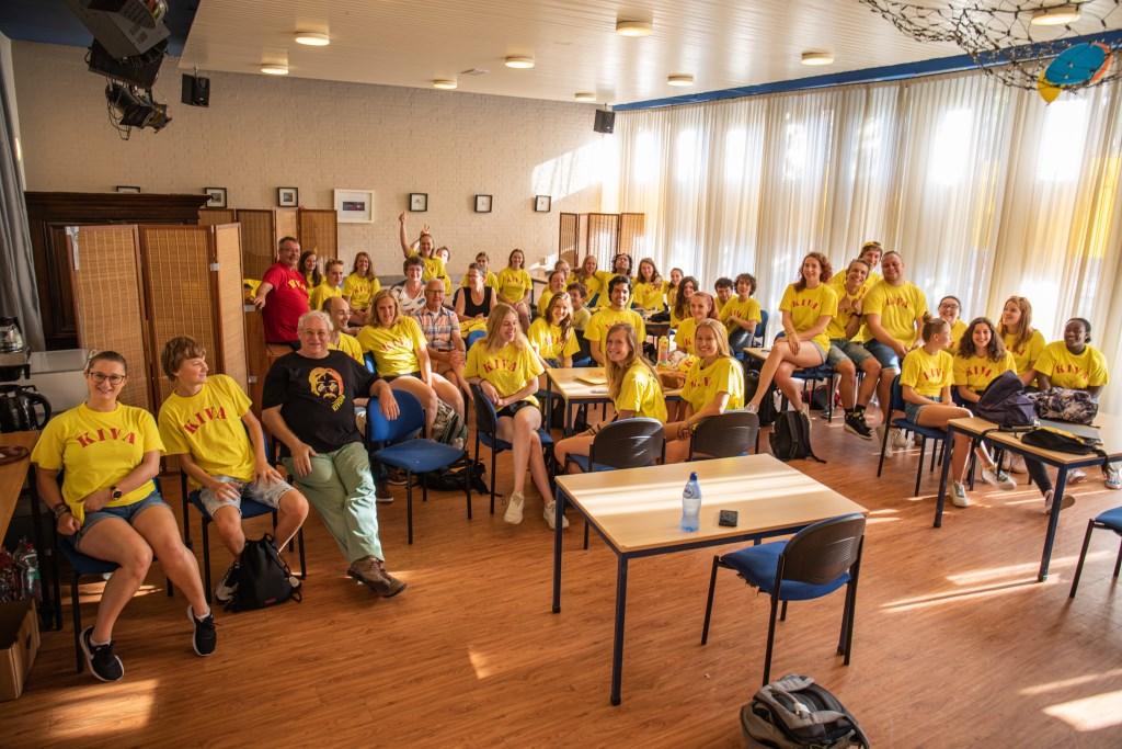 De veertig vrijwilligers staan paraat voor de Kindervakantieweek. Foto: Wil van Elk © uitgeverij Verhagen