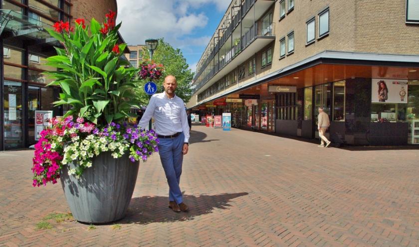 """Alexander Beekhuis, voorzitter van Winkeliersvereniging Lange Voort: """"Kom kopen bij lokale ondernemers, en houd afstand!"""""""