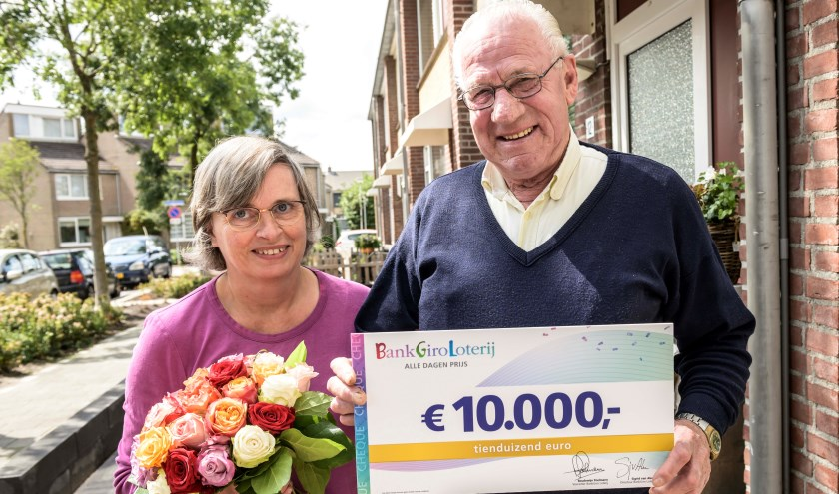 Jan en Mieke met hun prijs.
