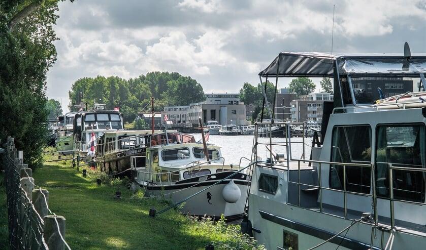 Hier lijkt het nog wat, maar er komen steeds minder passanten naar Katwijk. | Foto: Adrie van Duijvenvoorde