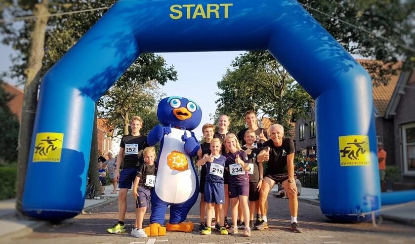 De RIJC leden bij de start van de Rijnloop afgelopen maandagavond.