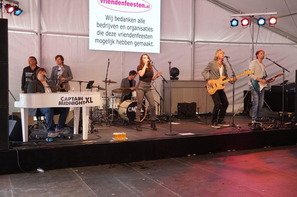 Captain Midnight trad zaterdagmiddag op in de grote feesttent. Foto: Corrie van der Laan © uitgeverij Verhagen