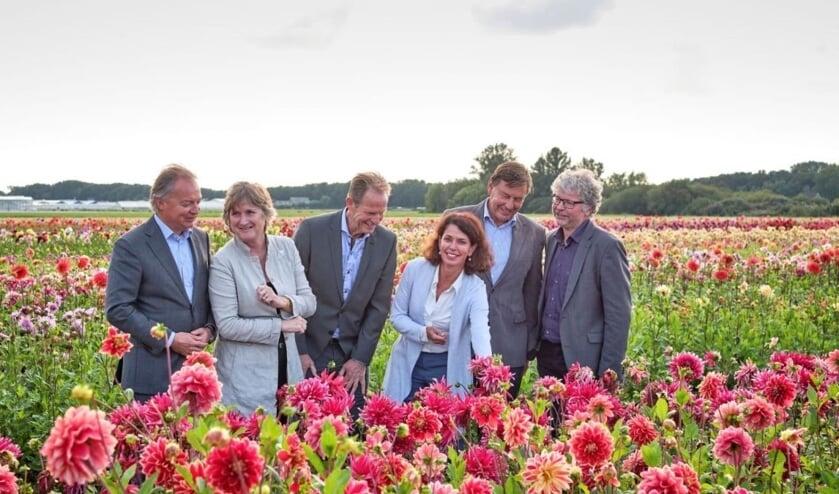Van links naar rechts: Lars Flinkerbusch, Jon Hermans-Vloedbeld, Arie van Erk, Paulette Timmerman, Jan Bout en Marco Beijersbergen. Op de foto ontbreken leden Jos Vranken en Willy Spaan