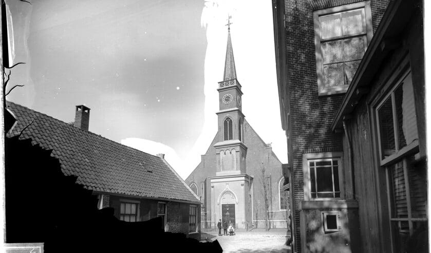 De Dorpskerk gezien vanaf de Bruggestraat, eind negentiende eeuw. | Foto: PR Comité OMD