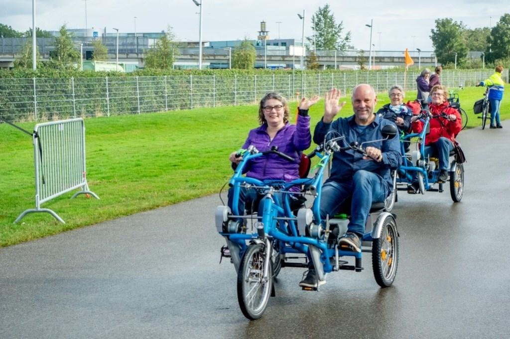 Ook een aantal duofietsen van FietsmaatjesLeidenLeiderdorp deed mee aan de familietocht. Foto: J.P.Kranenburg © uitgeverij Verhagen