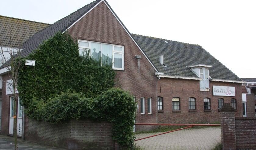 Ontwikkeling van voormalig drukkerij Dekker is opnieuw onderwerp van strijd tussen de gemeente en Bever.