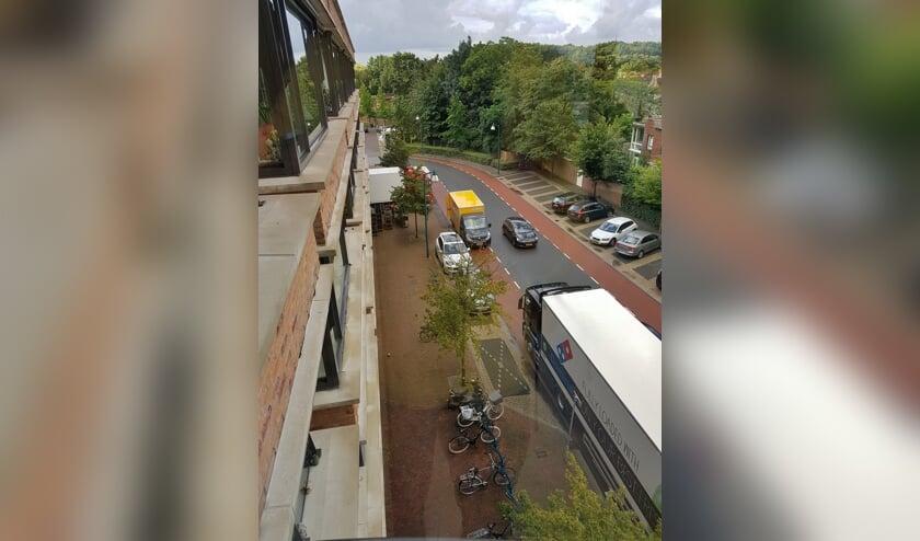 Het op straat laden en lossen zorgt voor onveilige situaties en - volgens de bewoners - overlast.