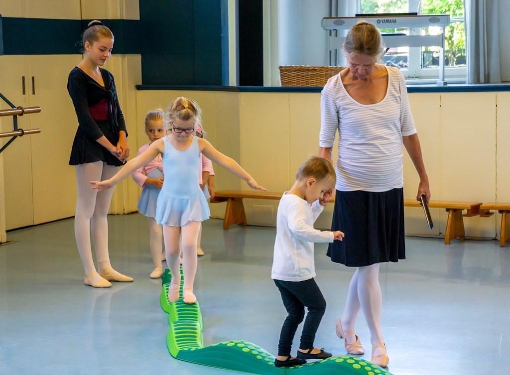 Demonstratie in balletschool Kreatief Danscentrum, die huist in wat ooit de Gemeente School was. Foto: J.P. Kranenburg © uitgeverij Verhagen