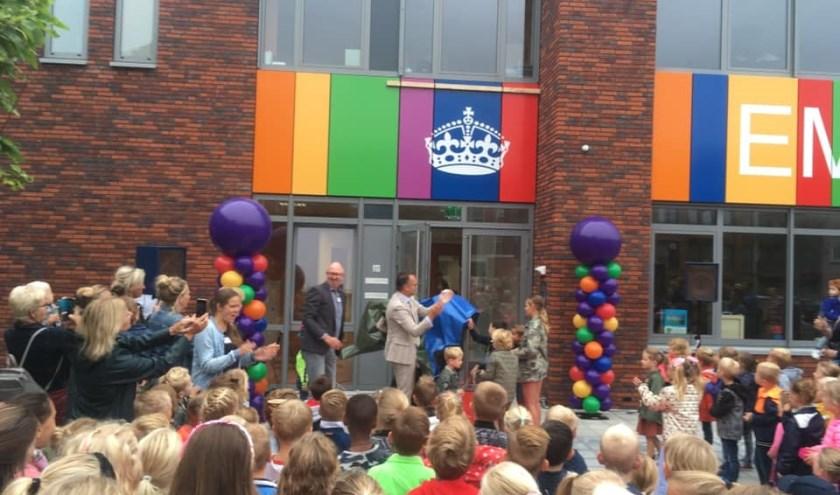 Onder veel belangstelling werd de Koningin Emmaschool geopend.   Foto: pr.
