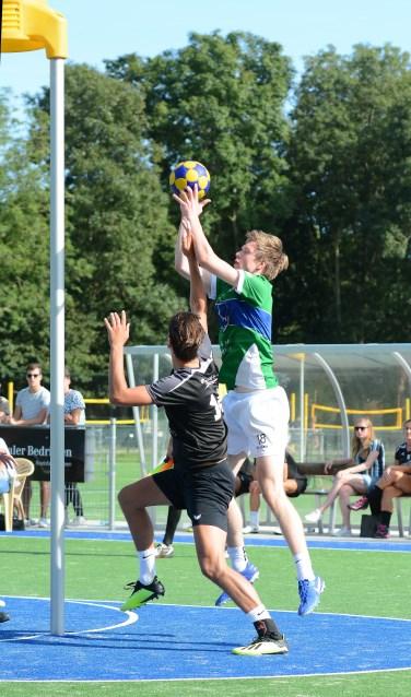 Velocitas zette met onder andere Tom Glasbeek een sterke verdediging neer maar miste scherpte in de aanval. | Foto: Frans van Herwijnen